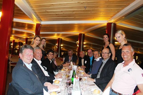 23_TFA Bond Dinner mit Bond Girls.jpg